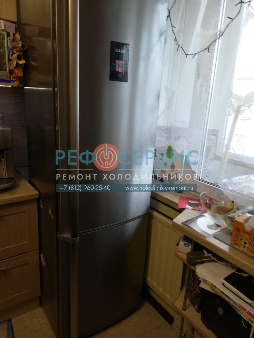 Устранение утечки и заправка хладагентом холодильника AEG S83600CMM0
